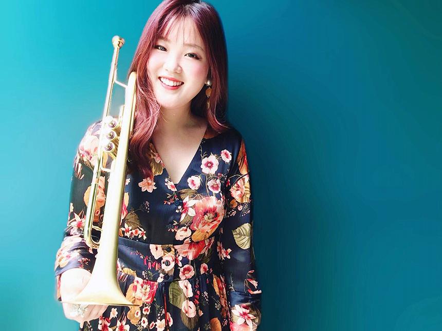 小泉 奈那(trumpet & vocal)  尾上貴春(gt)
